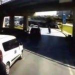 Merter'de yola savrulan motosikletli kamerada