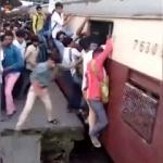 Hindistan'da sıradan bir tren yolculuğu!