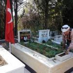 Şehit mezarlarına çiçek dikildi