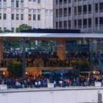 """Apple, çatısı """"MacBook"""" şeklinde mağaza açtı"""
