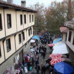 700 yıllık köy, nüfusunun 70 katını ağırlıyor...