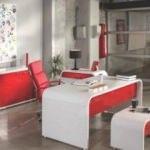 Kırmızı renk çalışma odaları
