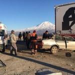 Ağrı'da tıra çarpan otomobilin sürücüsü öldü