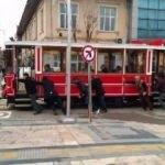 Şu tramvaya bir el atsanız abi!