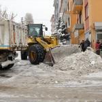 Kar kamyonlarla ilçe dışına taşınıyor