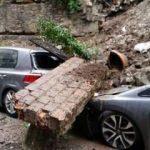 Beyoğlu'nda istinat duvarı çöktü!