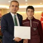 Bakan Bak'tan Tosyalı Murat'a anlamlı hediye