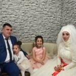 Düğün hayallerini evlendikten 10 yıl sonra gerçekleştirdiler