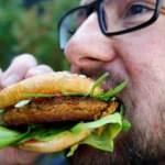 Türk girişimci Avrupa'ya 'böcek burger' yediriyor!