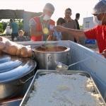 Samsat'ta depremzedelere sıcak yemek