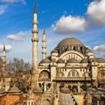 İstanbul camilerinin gerdanlıkları asıldı!