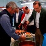 İftar çorbasını Belediye Başkanı Seçen dağıttı
