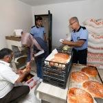 Garajda yapılan ramazan pideleri imha edildi