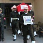 Uzman Çavuşun eşi cenazeye gelinliğiyle katıldı