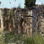 Tarihi manastırı delik deşik ettiler