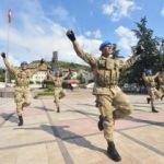 Komandoların zeybek dansı sosyal medyayı salladı