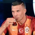 Podolski'den Türkiye'ye mesaj! 'Selamun Aleyküm'
