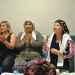 Bedia Akartürk, tedavi gören hastalar için sahne aldı