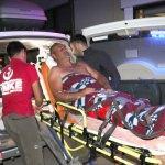 Kanyonda ayağı kırılan kişiyi sırtında taşırken düşerek yaralandı