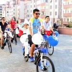 Bisikletli sünnet düğünü konvoyu