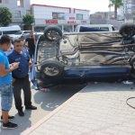 Devrilen otomobilin sürücüsü yara almadan kurtuldu