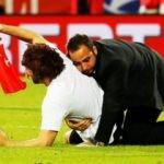 Milli maçta Türk bayrağıyla sahaya girdi!