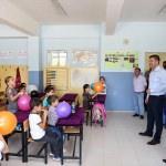 Burdur Belediyesinden ilkokula yeni başlayan öğrencilere okul seti