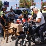 Polisten kask hediyeli toplantı