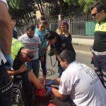 Yaralı çocuk annesi olmayınca ambulansa polisle binmek istedi