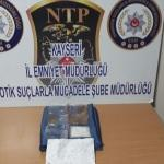 Türk kahvesinin içinde uyuşturucu gizleyen 3 kişi yakalandı