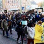 Hollanda'da AB protestosu: Dünya hepimizin!