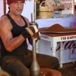 10 kilo kahve çıkarmak için 10 saat tokmak vuruyor