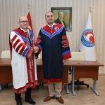 MAKÜ'de profesörler biniş giydi