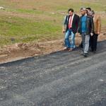 Kaymakam Alibeyoğlu, asfalt çalışmasını inceledi