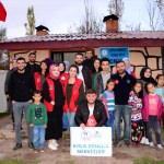 Gençlik Merkezi gönüllüleri köy çocuklarını sevindirdi