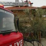 Çatıda baygınlık geçiren kişiyi itfaiye kurtardı