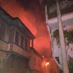 Sakarya'da tarihi ev yangını