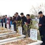 Depremde hayatını kaybeden öğretmen mezarı başında anıldı