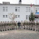 Kaymakam Tengir'den Mehmetçiğe moral ziyareti