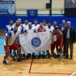 Rektör, öğrencileriyle basketbol takımında mücadele veriyor
