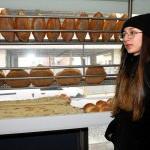 Öğrenci harçlığıyla askıya ekmek bırakıyor