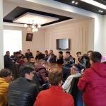 Karahan, sosyal medyadan çay daveti yaptığı gençlerle bir araya geldi