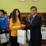 Lise öğrencilerine spor malzemesi dağıtıldı