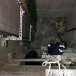 Erzincan'da asansör boşluğuna düşen köpeği itfaiye kurtardı