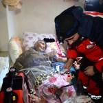 Kalp hastası yaşlı adama ulaşmak için 3 saat yürüdüler