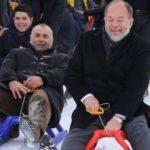 Eski Bakan Akdağ, gençlerle birlikte kızak kaydı