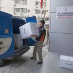 İzmir'deki öğrencilerden Muş'taki arkadaşlarına kırtasiye desteği