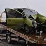 Bozüyük'te otomobil bariyerlere çarptı: 2 yaralı