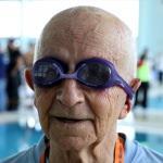 89 yaşındaki Arısoy 74 yıldır kulaç atıyor
