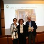 """Suna Kıraç'a, """"Yılın Kadını"""" ödülü verildi"""